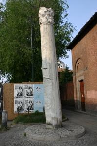 0047_-_Milano_-_Sant'Ambrogio_-_Colonna_del_diavolo_(sec._III)_-_Foto_Giovanni_Dall'Orto_25-Apr-2007